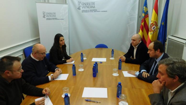 El-conseller-de-Transparencia-en-una-reunión-con-la-Asociación-de-Juristas-777x437