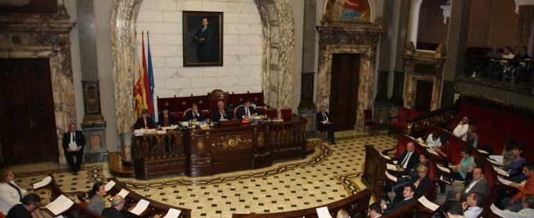 La capital valenciana aprueba la moción por la retirada de los recursos